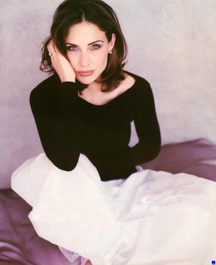 Claire Forlani - Before I colored my hair red, this was who everyone always said I looked like. :) Love her