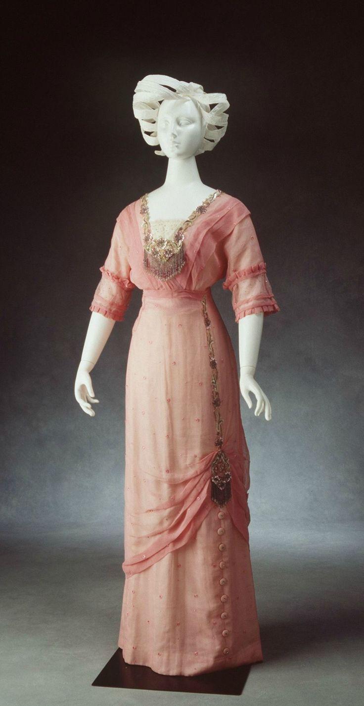 TRAJE DE NOCHE DE MUJER EN ROSA AUSTRALIA 1910