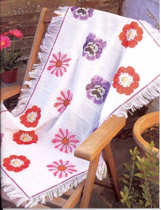Современная вышивка крестом: накидка на стул