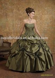 This gown is lovely, and I enjoy all of the pretty gathers that make the dress so interesting and gorgeous at the same time. :D
