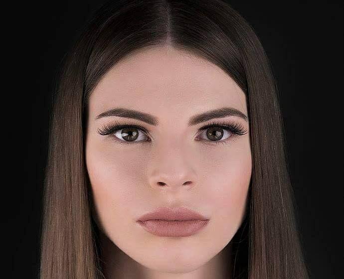 Alege să îți pui în evidență frumusețea ochilor, purtând genele din păr de nurcă natural VIVI Confident Women, pe care le găsești în aceste zile la preț redus.