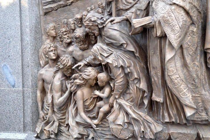 Горельеф у памятника св. Владимиру Павел Петров, CC BY-SA 3.0