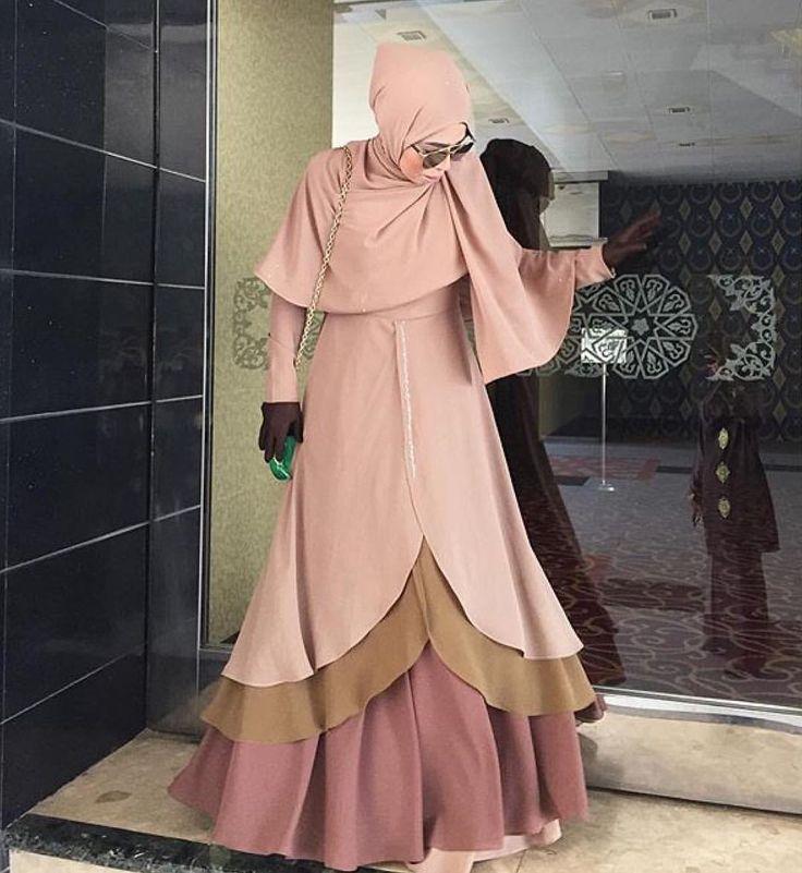 Lawanya sis @nabella.mazlan ni dengan Raudha Hazelnut Traffle. Style sangat 😘😘😘 Thanks dear . . . Raudha Dress still on sale. RM199 only with FREE Khimar