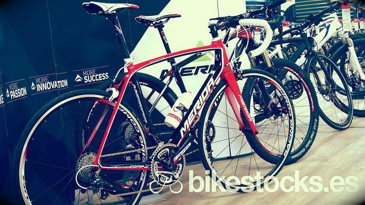 Conoce las bicicletas Merida de Pedro de la Rosa Bicicleta Merida BIG SEVEN CF 3000 2014 - http://www.bikestocks.es/b2c/index.php?page=pp_producto.php&md=0&codp=11591&prov=  Bicicleta Merida Scultura CF 905 2014 - http://www.bikestocks.es/b2c/index.php?page=pp_producto.php&md=0&codp=11721&prov=  #meridabikes #bikes #delarosa #formula1 #ferrari #bikestocks — at Bikestocks_bikes.