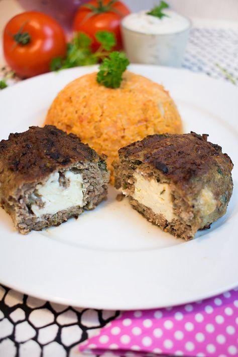 Low Carb Bifteki mit Tomaten-Blumenkohlreis Sind mir nicht gelungen. Seltsam matschige Konsitenz mit dem Guarkernmehl im Fleisch und insgesamt viel zu fettig.