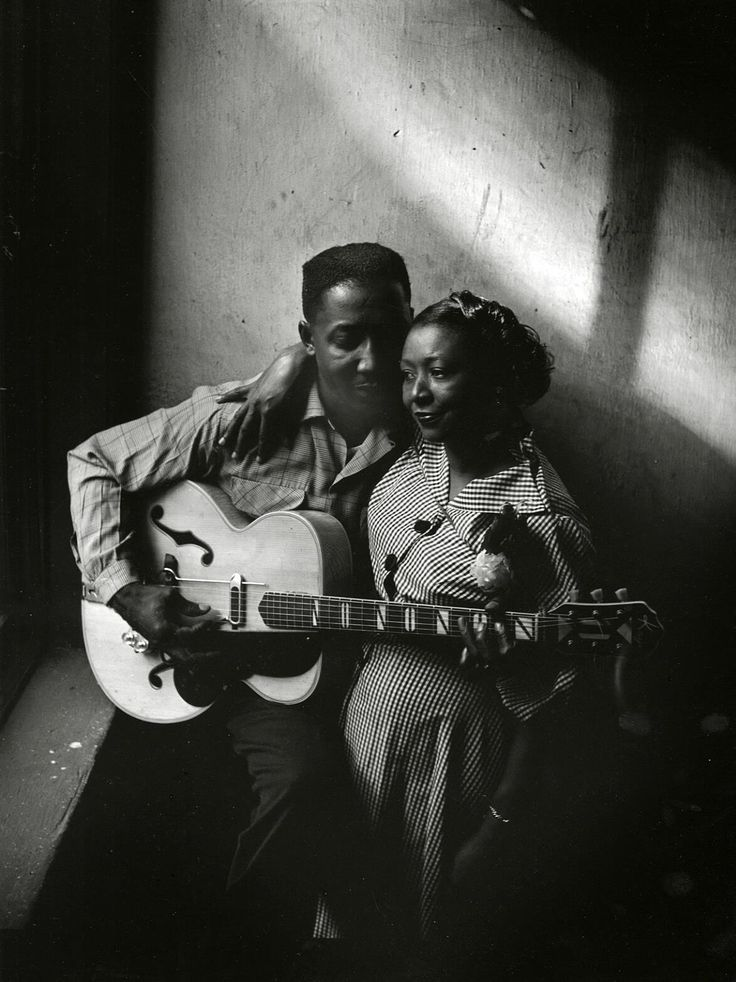 Muddy Waters and his wife Geneva in Chicago (1951) | Photographer: Art Shay ©