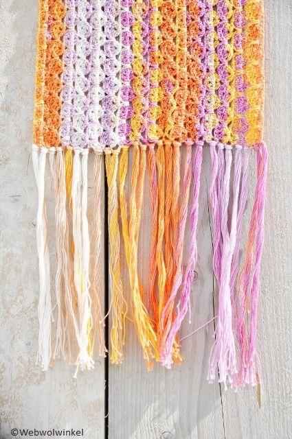 Mooie sjaal. Gehaakt met 5 bollen Katia Jaipur 100% katoen. Patroon: zie link op de website.