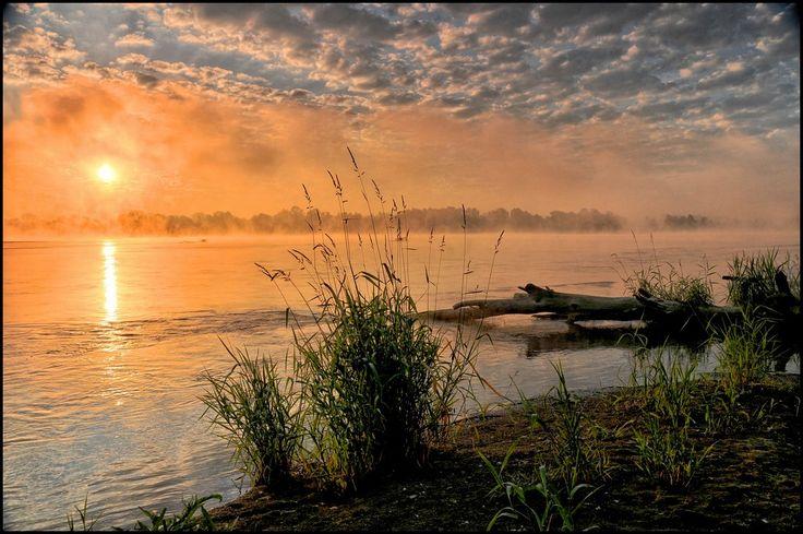Bajkowy wschód nad Wisłą  Vistula River