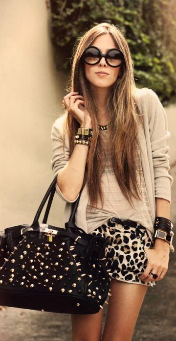bracelets: Kafé,     bag: Timeless,     sunglasses: ZeroUV