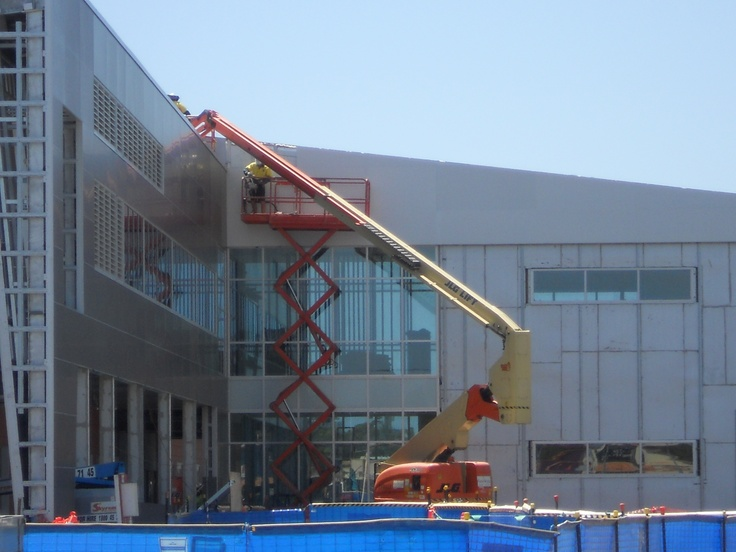 Workers at the University hospital on the Gold Coast using Elevating Work Platforms.