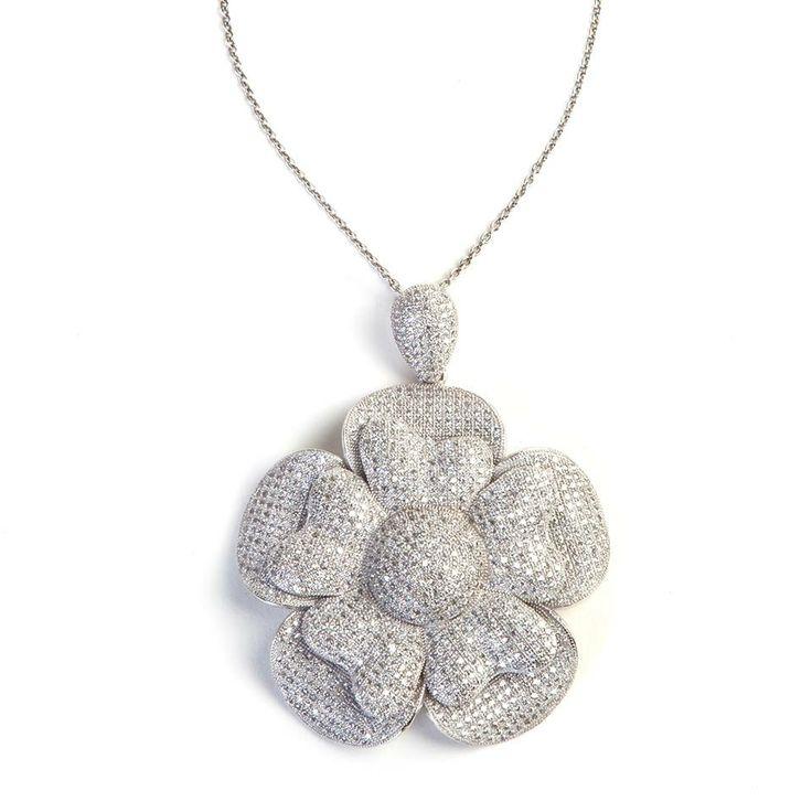 Pendente Fiore in argento con zirconi incassati. Bellissimo! A magnificent silver flower pendant with zircons.  #Jewel by #Ultimaedizione