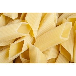 CUBIST PENNE: Italian raw material, wise bronze drawing and slow drying for this curious shape of pasta. Enjoy it with your most creative recipes!