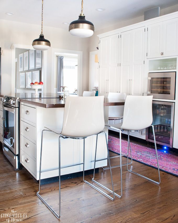 Classic Barstools Enhance This Traditional Kitchen: 1000+ Ideas About Traditional White Kitchens On Pinterest