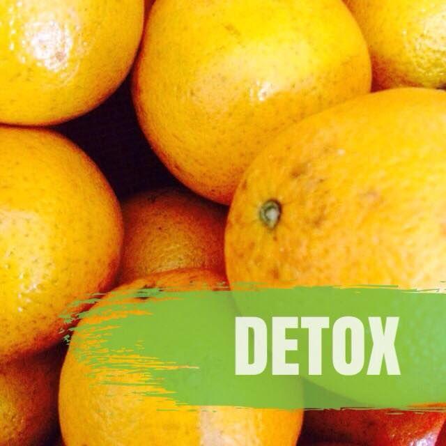 Receta de Jugo: 1 naranja + 1 puño de espinaca + 1 zanahoria + 1 pepino + 1 limón (*al extractor)  Además, beneficios de la naranja: propiedades anticancerígenas, reduce el colesterol, fortalece el sistema inmunológico, previene cálculos renales, mantiene la piel sana y protege contra las infecciones virales.