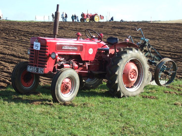 https://flic.kr/p/8R2vjQ   B-275 International tractor   In action at the ploughing match
