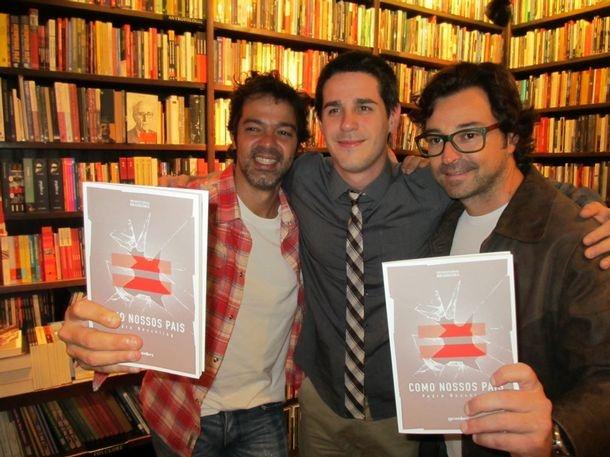 Jornal do Brasil - Heloisa Tolipan - Cercado pela família e amigos, Pedro Neschling lança seu primeiro livro, no Rio