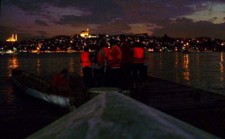 """21-22 Eylül 2013 tarihlerinde Haliç İmrahor Park içerisinde gerçekleştirilecek olan """"Dragon Festivali"""" kapsamında yarışacak olan takımımızın yarış öncesi son antrenmanında saatler 19:45, gün 18.09.2013 <3"""