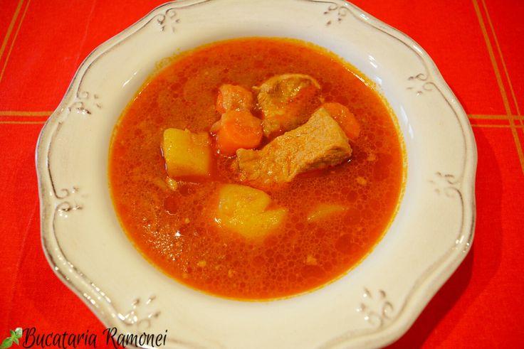 Poate ați observat că eu încerc să vă încurajez să pregătiți mereu preparate noi. Și de această dată am o rețetă foarte bună.  Stufato di costine este un preparat pe care sunt sigură că îl veți aprecia. Se pregătește ușor și este foarte consistent și gustos: http://bucatariaramonei.com/recipe-items/stufato-di-maiale/  #carne #stufato #porc #maiale #pork