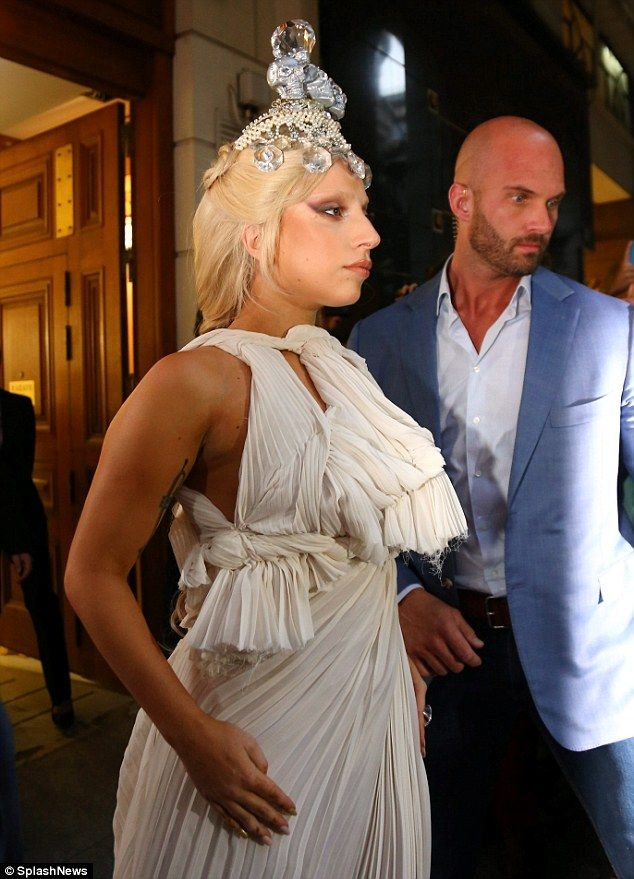 http://www.dailymail.co.uk/tvshowbiz/article-2763643/Lady-Gaga-leaves-Athens-leather-hotpants-fly-posting-advert-new-Tony-Bennett-album-shop-window.html
