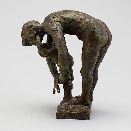 ERIK HÖGLUND Skulptur, brons, signerad och numrerad 5/10.  Mor och barn. Höjd 22 cm.