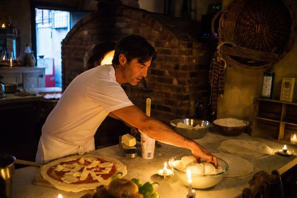 At Lucali, Pizza for the A-List and the Landlady Upstairs - NYTimes.com