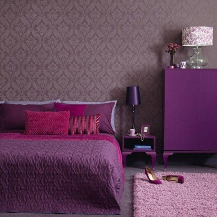 teppich kaufen helllila schlafzimmer schöne tapete dunelrote akzente