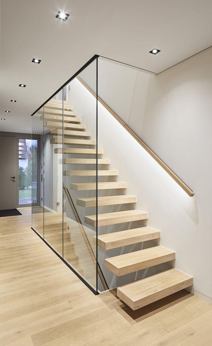 Treppen Eingangsbereich Glaswand Offener Wohnbereich Freischwebende Stufen Gelander Beleuchtung H In 2020 Treppe Haus Souterrain Wohnung Treppenhaus Beleuchtung