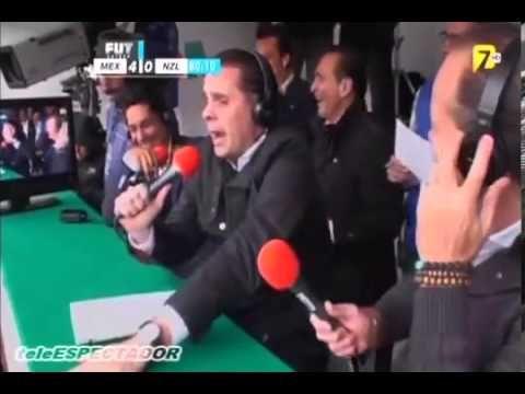 Christian Martinoli Festeja Gol de Oribe Peralta - Mexico vs Nueva Zelan...
