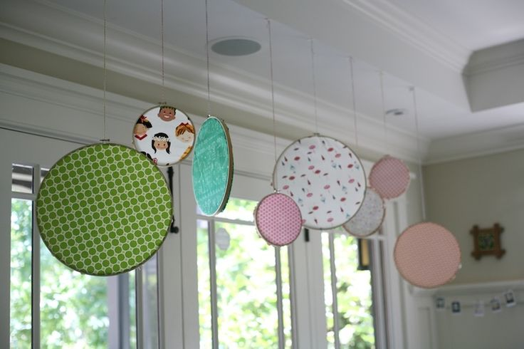 Hanging Embroidery Hoops- easy and colorful backdrop for party food table/kids party, etc || my.life.at.playtime.