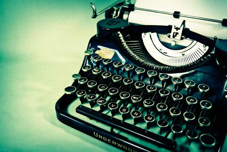 I have fought the urge to buy an antique typewriter for a while. I think I'm officially on the hunt.