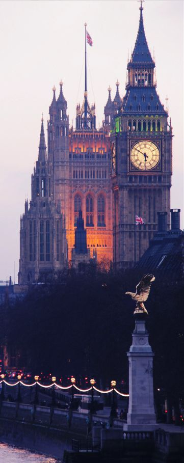 Elizabeth Tower with Big Ben <3 London, England - This is one of my favorite views captured in a lot of London artwork <3