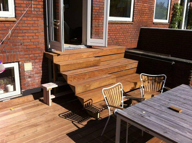 Smart trappe fremstillet af billige terrassebrædder i en god kvalitet fra http://terrasseplanker.dk/