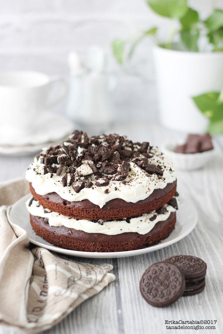 La torta Oreo è un dolce a strati per veri golosi! Due soffici dischi di torta al cacao racchiudono un ripieno cremoso a base di formagg...