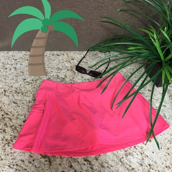 Badeanzug Rock HP Rosa Badeanzug Rock, der Shorts unter dem Rock und einen Reißverschluss hat …