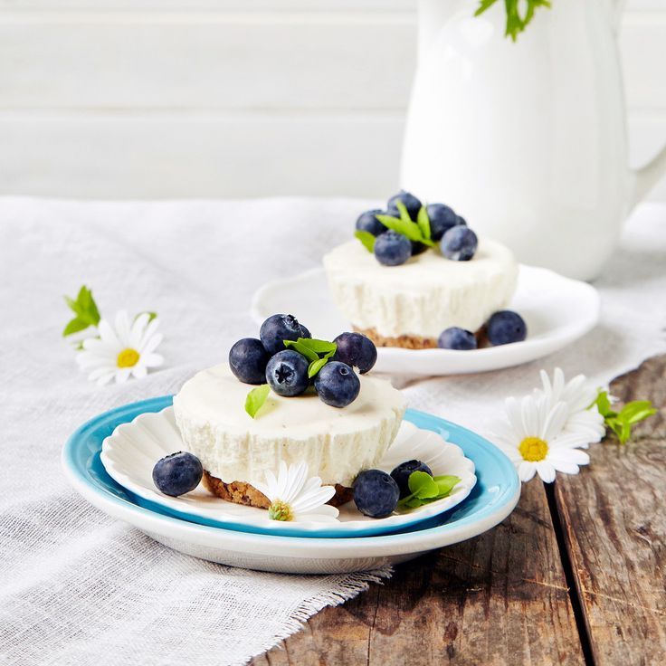 Pienet, suloiset juustokakut ovat gluteenittomia, mutta voit halutessasi käyttää pohjiin myös muita keksejä. Resepti vain noin 0,90 €/annos*.