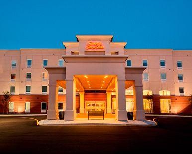 Hampton Inn & Suites Wilmington Christiana Hotel, DE - Hotel Exterior Evening