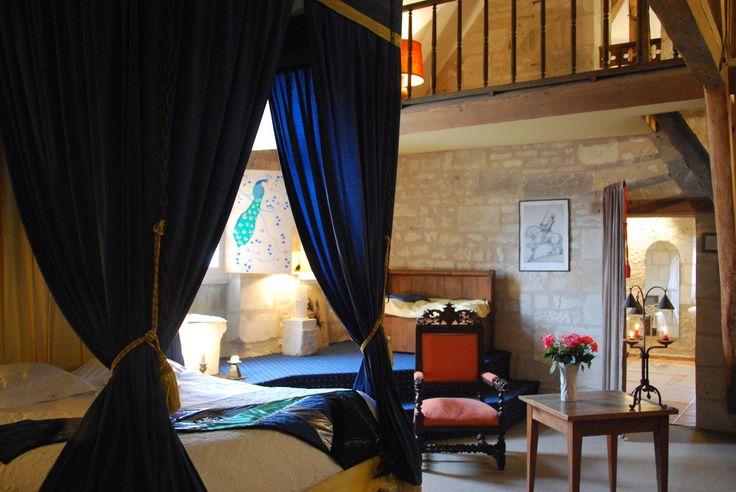 La chambre du Chevalier avec sa grande salle de bain avec jacuzzi
