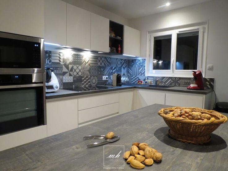Rénovation d'une cuisine avec une crédence Azulej Nero signée Patricia Urquiola !