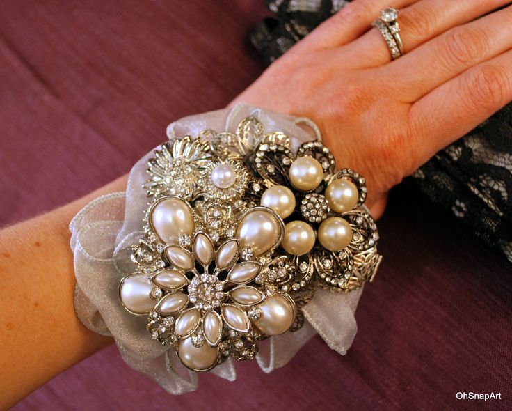 brooch wrist corsage! this would be perfect for the moms so they could have a keepsake that would match my bouquet! LOVE!