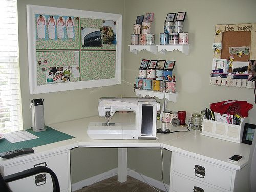 17 best ideas about small craft rooms on pinterest craft rooms small sewing space and craft - Small space sewing area style ...