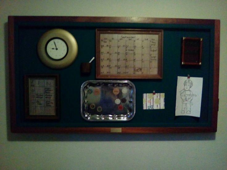 Oude tafelbiljart omgetoverd tot gezinsplanner.