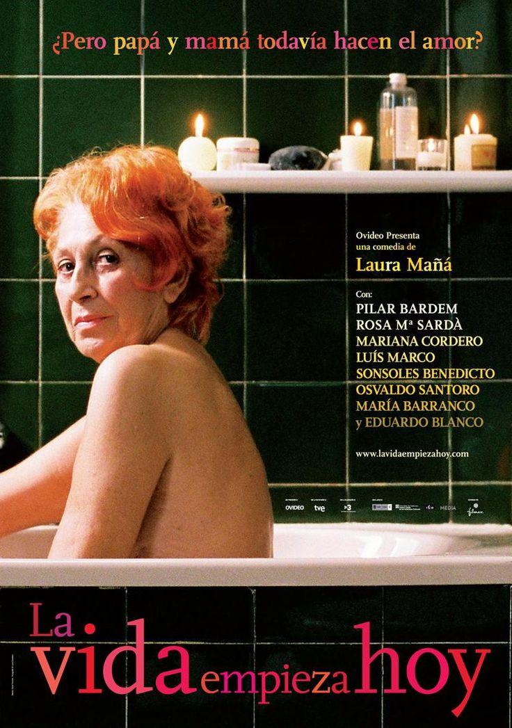 """DVD CINE 2382 - La vida empieza hoy (2010) España. Dir: Laura Mañá. Drama. Vellez. Sinopse: un grupo de persoas maiores asiste a un curso de sexo, no que tentan facerlles ver que o seu corpo aínda está vivo. Olga, a profesora, para axudalos a facer fronte aos problemas derivados da idade, poralles deberes: aprender a mirarse ao espello, dedicar 20 minutos ao pracer. """"Sexo é vida- dilles- porque o sexo ten que ver coas sensacións, e non deixamos de sentir nunca"""""""