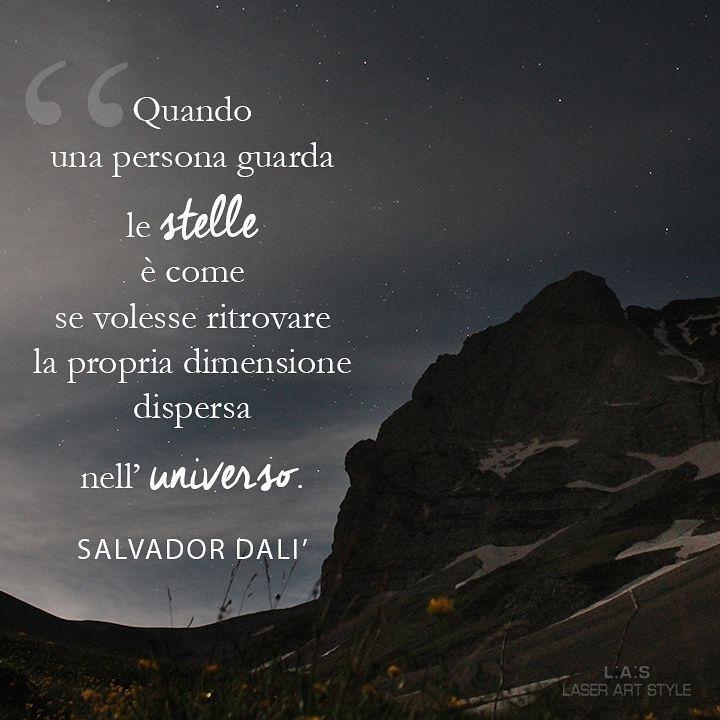 La notte di #SanLorenzo da un luogo a dir poco magico: siamo nel cuore del parco nazionale dei #MontiSibillini, ai confini tra #Marche e Umbria, dove spicca il massiccio roccioso del Pizzo del Diavolo, guardiano maestoso dei Laghi di Pilato. #Italy