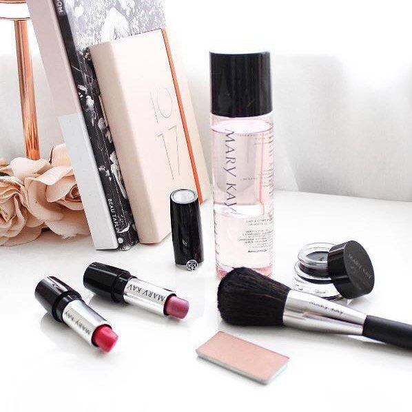 """54 Likes, 1 Comments - Mary Kay Australia & NZ (@marykayausnz) on Instagram: """"Nothing like starting your week feeling fresh, especially with the Mary Kay goodies on your desk! -…"""""""