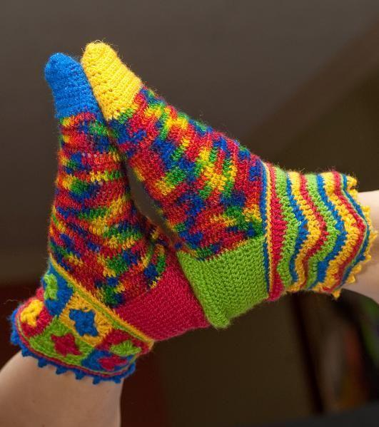 Beaux Jesters Socks - these are fun!! free crochet pattern
