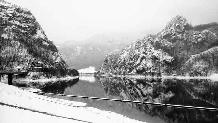 """16 aprecieri, 2 comentarii - #eHaiHui.net • #SecretTRIP.ro (@ehaihui.secrettrip) pe Instagram: """"#ValeaOltului în aceasta perioada de #iarna! #România #Winter . . . . . #eHaiHui #AroundTheWorld…"""""""