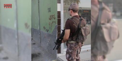 Yer: Adana! Polis alarma geçti: Adana Emniyet Müdürlüğü Narkotik Suçlarla Mücadele Şube Müdürlüğü ekipleri silah sesini duyunca harekete geçti