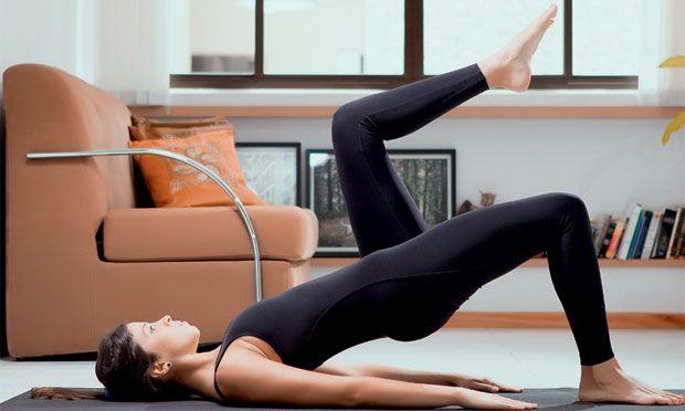 Fazer a ponte sobre os ombros (A); em seguida, levantar uma das pernas em direção ao peito, formando um ângulo de 90 graus entre a coxa e o tronco. Mantenha por 3 segundos. Repita com a outra perna. Então, com os dois pés apoiados e expirando, desça o quadril até o chão. Repita os movimentos A e B de 5 a 10 vezes.