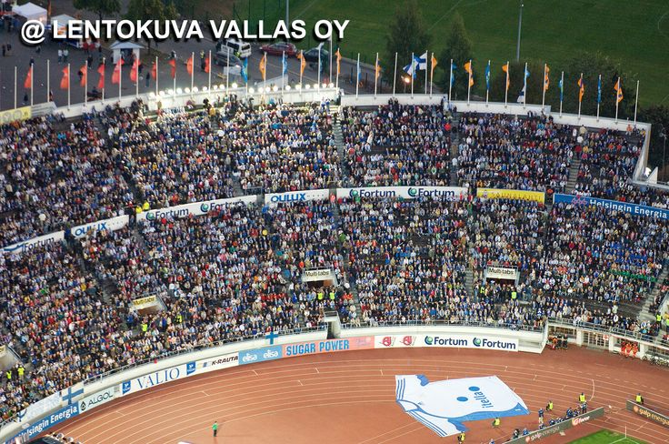Helsinki, yleisöä jalkapallo-ottelussa Olympiastadionilla Ilmakuva: Lentokuva Vallas Oy
