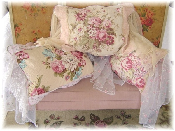 Swooning over these barkcloth and lace pillows from Shabby FuFu.  Perfect for my pink couch!